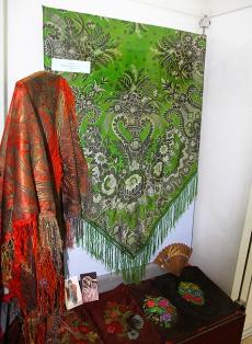Фотография к материалу: В Кунгуре открылась выставка русских платков