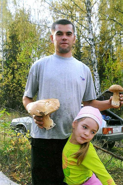 дочка и папа пошли в лес