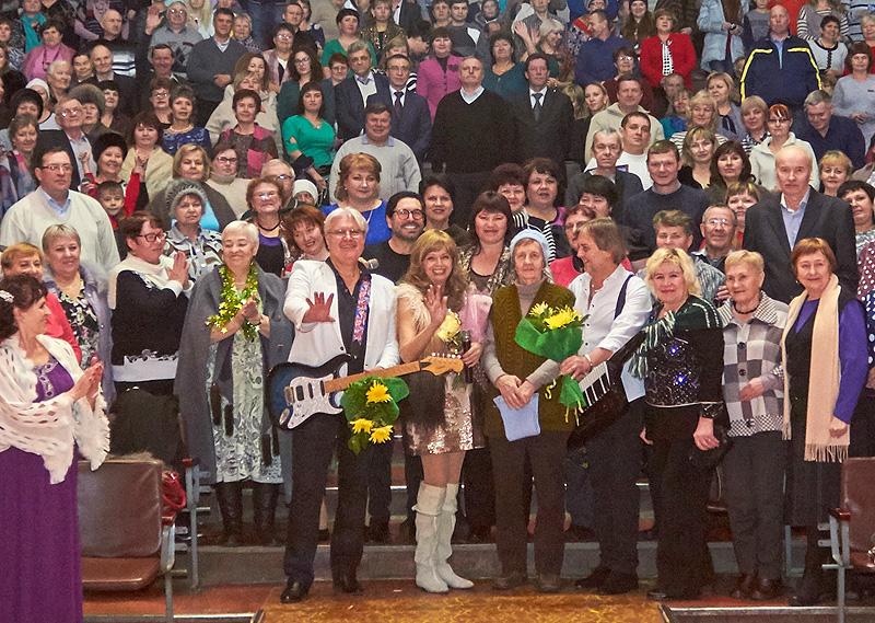 """В Кунгуре группа """"Самоцветы"""" поздравила коллектив машзавода с наступающим Новым годом"""