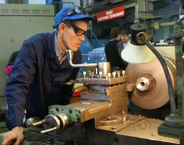 Сегодня она токарь-универсал пятого (высшего) разряда на одном из крупных предприятий города