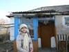 Ветхий домик в деревне для учителя